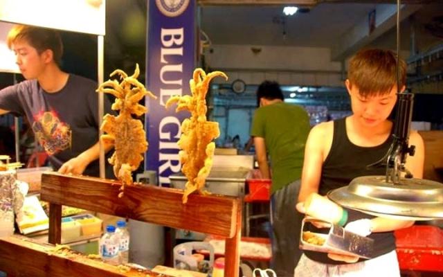 Vyprážané sépie v nightmarkete pri Fulong beach
