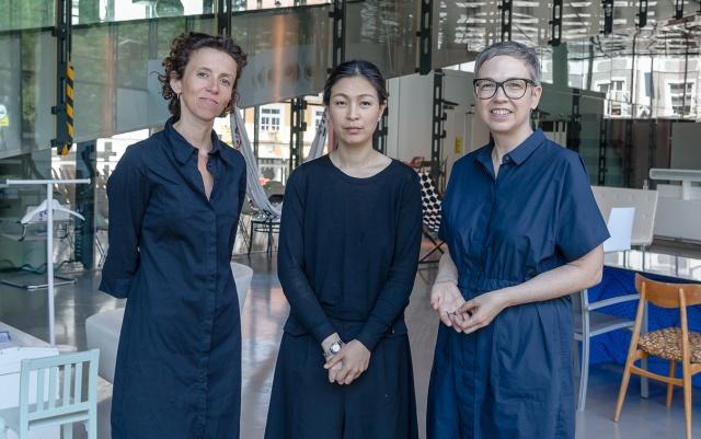 Haegue Yang (uprostřed)