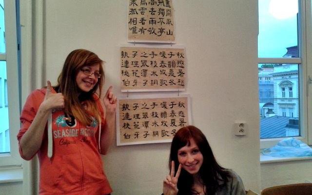 Redaktorky a kaligrafické dílo studentů z kurzu pokročilých.