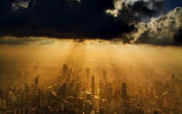 Šanghaj v záplavě zlatých paprsků