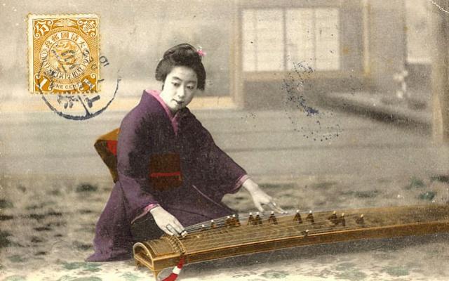 Geiša hraje na koto