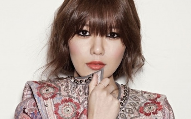 půvabná Sooyoung pro Harper′s Bazaar