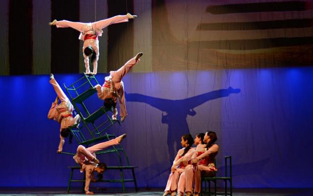 Akrobacie během představení