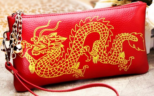 Červená peněženka s dračím motivem - extra oheň zaručen