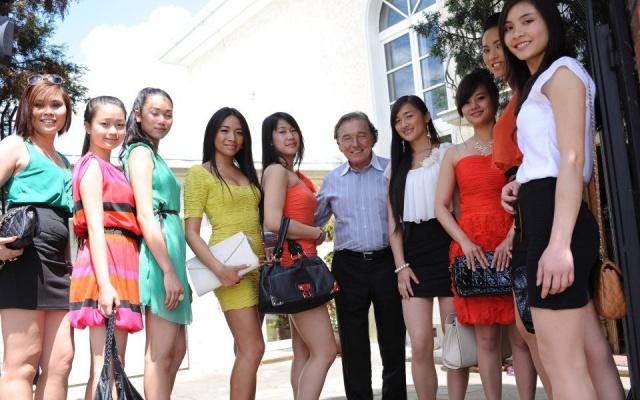 Finalistky Miss Vietnam 2012 s Karlem Gottem
