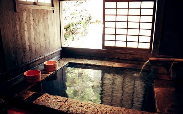 Příklad termálních lázní onsen