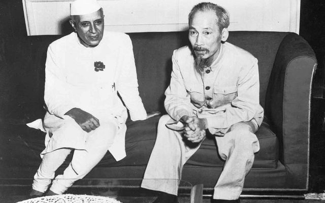 Hồ Chí Minh s tehdejším indickým premiérem, 1954