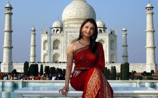 Herečka Aishwarya Rai Bachchan v sárí