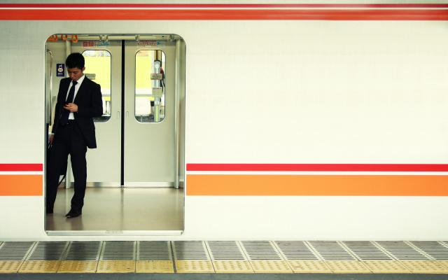 Proč nevyužít čekání v metru?