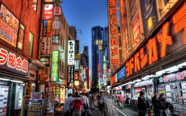 Japonská města jsou plná světla i ve večerních hodinách