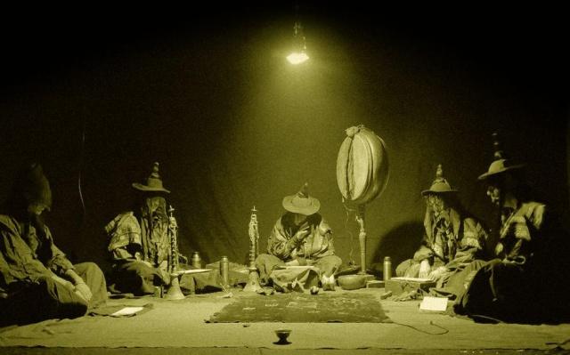 Phurpa při rituálu