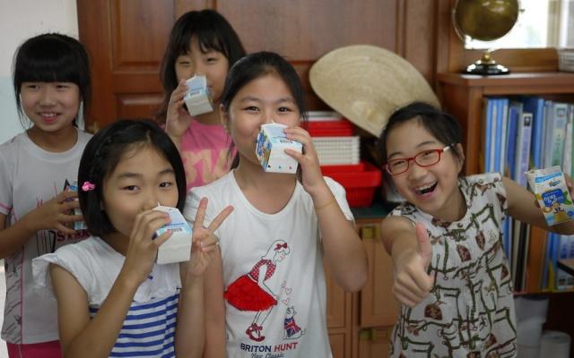 Ochucené mléko chutná nejvíce dětem