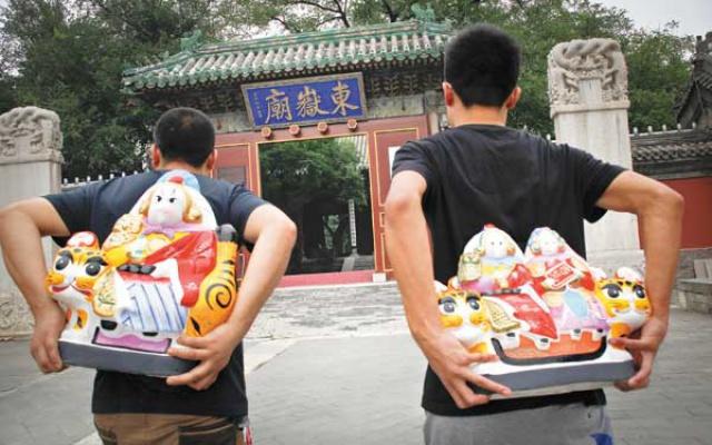 Ušatí bohové na cestě do chrámu Dongye