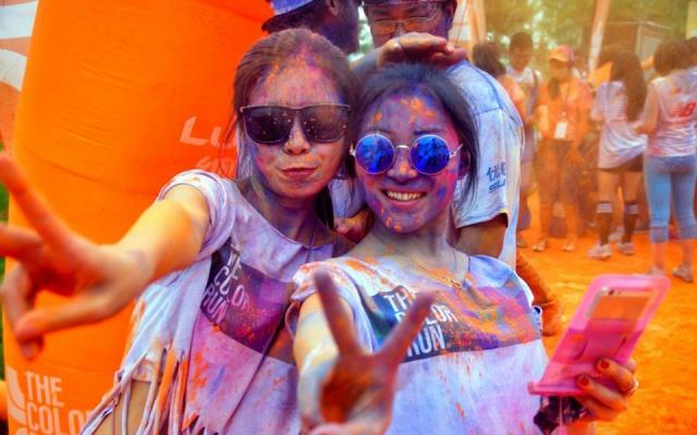 Barevný pozdrav z pekingského Color Run 2014