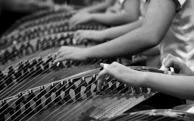 Hra na guzheng