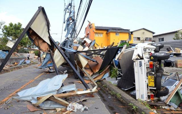 Škody, které tornádo napáchalo ve městě Koshigaya
