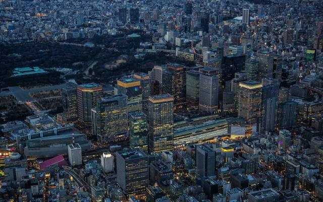 Okolo hlavního nádraží v Tokiu je největší počet budov s heliporty