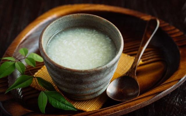 Sladký japonský nápoj amazake