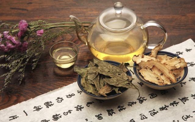 Čínský čaj a kaligrafie.
