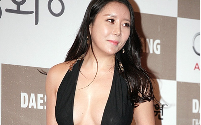 Herečka Ha Na Kyung a šaty, které jí způsobily problémy
