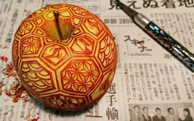 Vyřezávání do ovoce - jablko s krásnými vzory