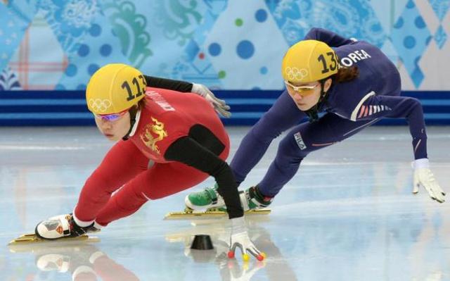 Dnešní medailistky Zhou Yang a Shim Sun Hee