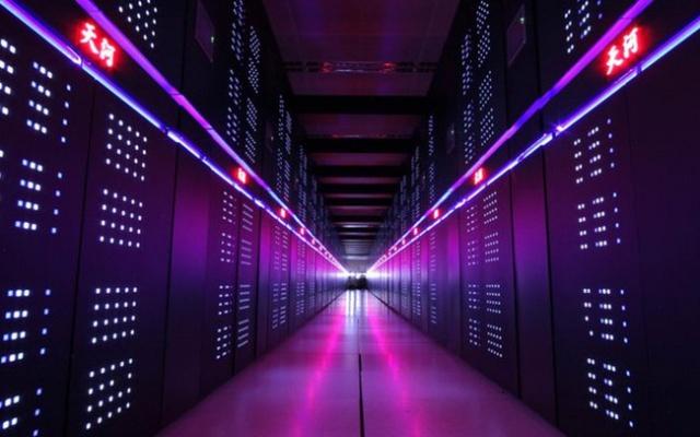 Pohled do jedné z uliček superpočítače