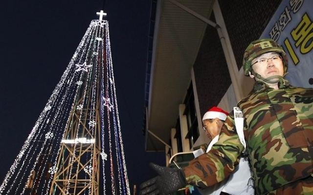 Hranice Severní a Jižní Koreje, věž ve tvaru vánočního stromku