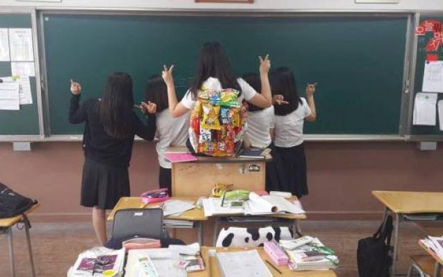 Školačky s batohem plným dobrot