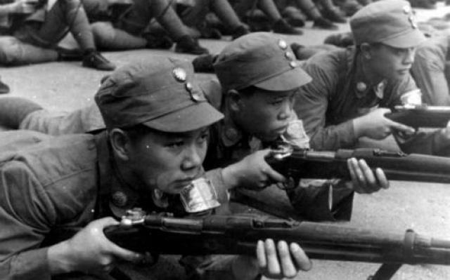 Čínští armádní rekruti při výcviku