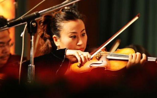 Houslistka Li Xinxing
