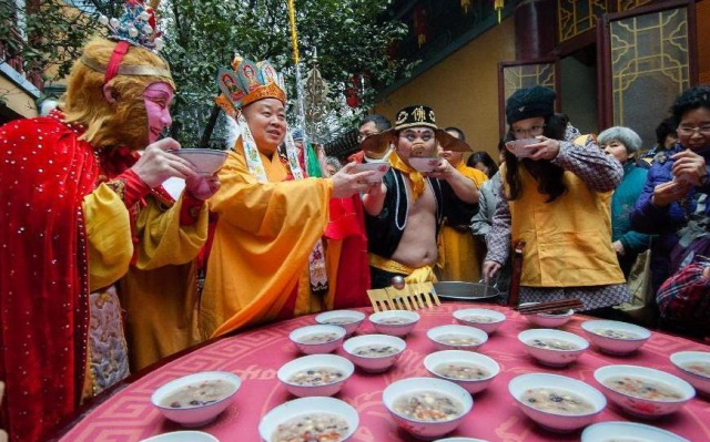 Na rýžové kaši s hrdiny Cesty na Západ v chrámu Xuanzang v Nanjingu