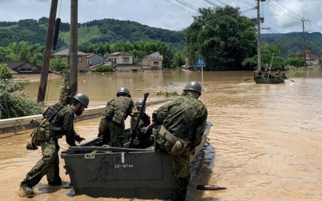 Do záchranných operací se zapojily i japonské sebeobranné síly.
