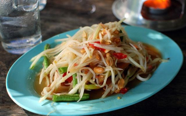 Thajský salát s papájou