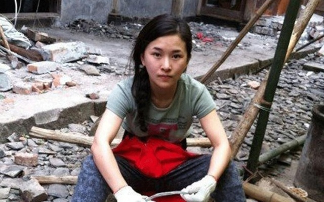 Mezi poškozenými domy v Lushanu