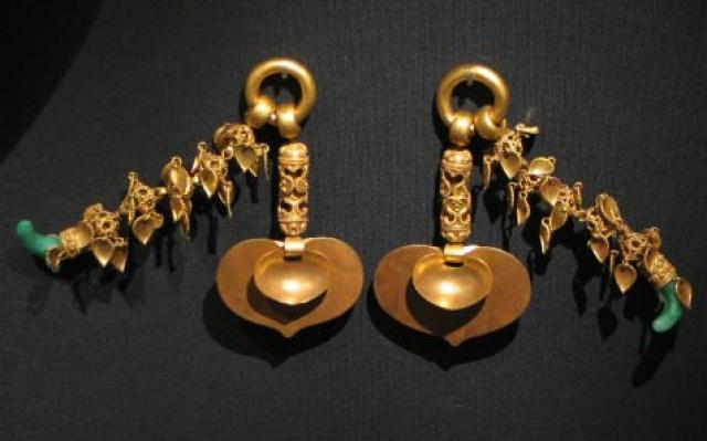 Zlaté náušnice z Päkče