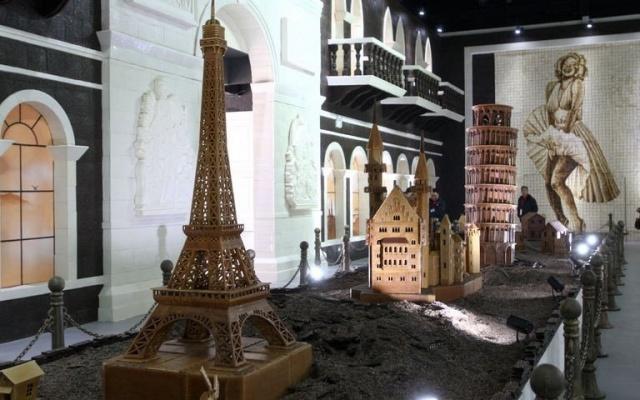 Čokoládová Eiffelovka a další stavby