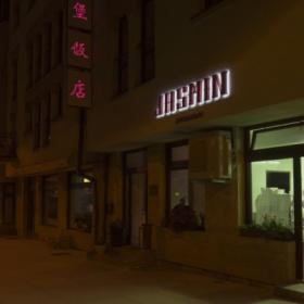 Čínska reštaurácia Jasmin vo večerných hodinách