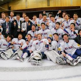 Kórejský tím s medailami z 2017 Ice Hockey World Championship, Division I, Group A, na Ukrajine