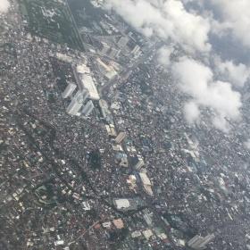 Pohled na Manilu z letadla.