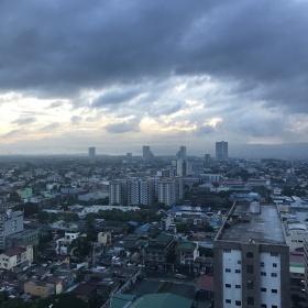Manila a krásný pohled na celé město z Quezon City.
