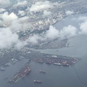Manilský přístav, který patří mezi ty největší na světě.