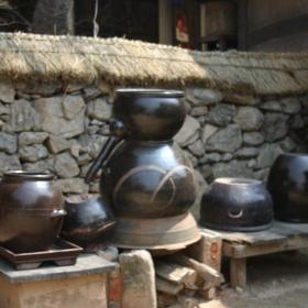 Nádoby na výrobu tradičného Soju.